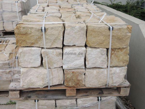 Sandsteinmauersteine 20x20x40 cm bossiert LÖWENBERG