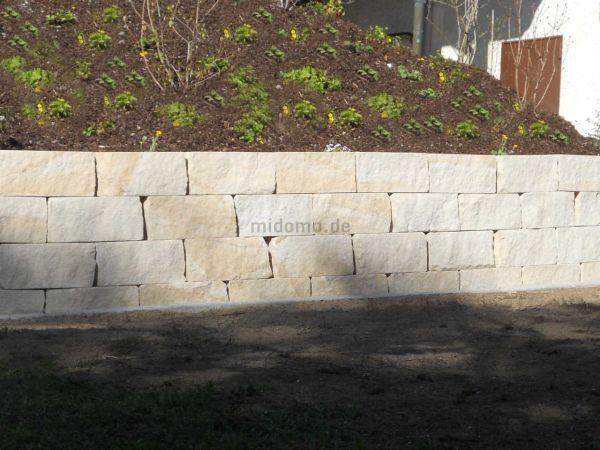 Sandstein Mauersteine 2-fach gesägt, restl. Flächen bossiert